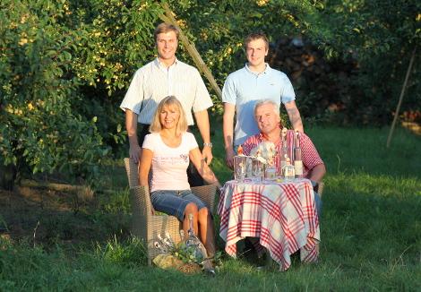 Das Team der Südpfalz-Destillerie